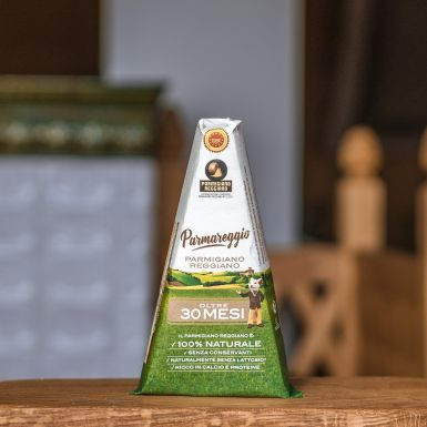 Parmezan dojrzewa minimum 30 miesięcy