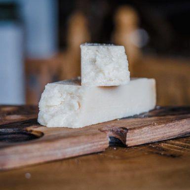 Pecorino Romano to ser owczy dojrzewający, twardy i intensywny w smaku