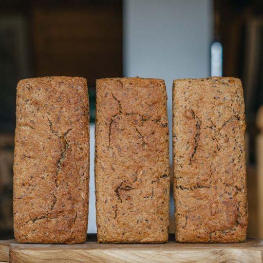 Chleb żytni razowy - 3 w cenie 2