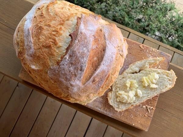 Domowy chleb na drożdżach. Prosty przepis krok po kroku