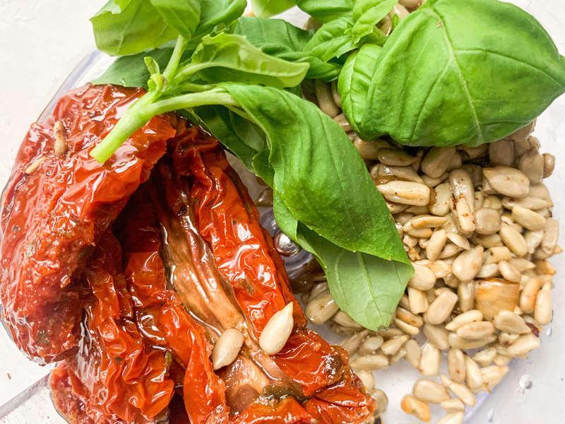 farsz-z-suszonych-pomidorow