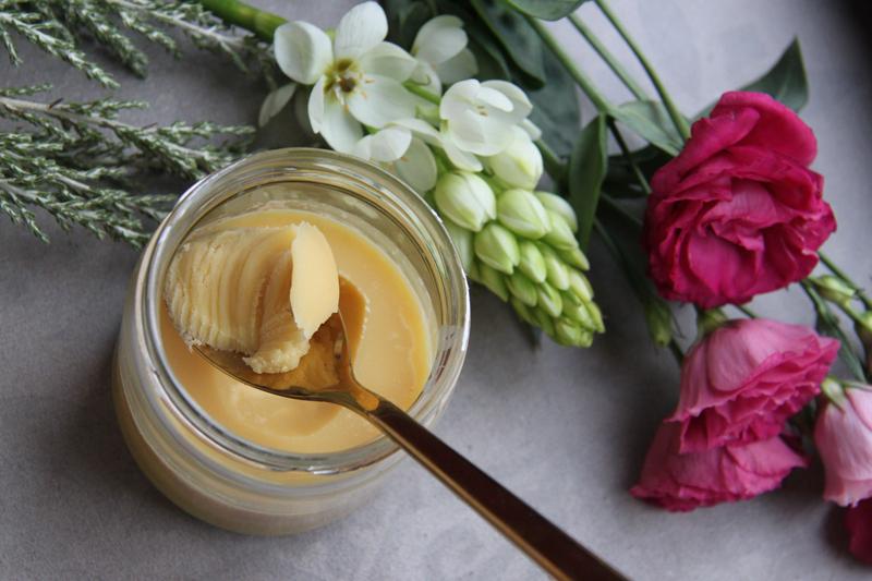 masło klarowane w słoiku