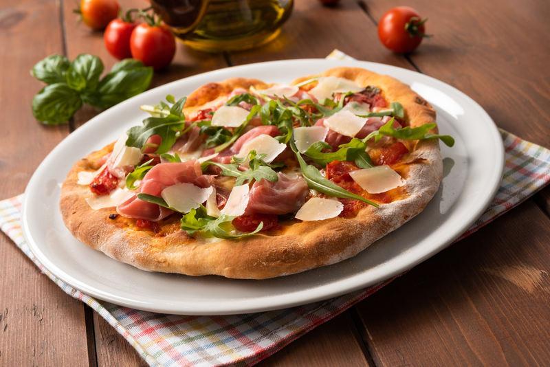 obiad-z-szynka-pizaa