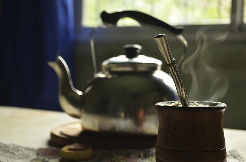 yerba mate - parzenie w gorącej, ale nie wrzącej wodzie